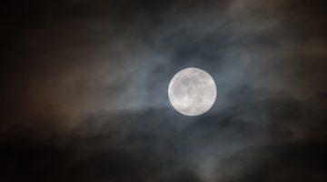 moon-4615932_640